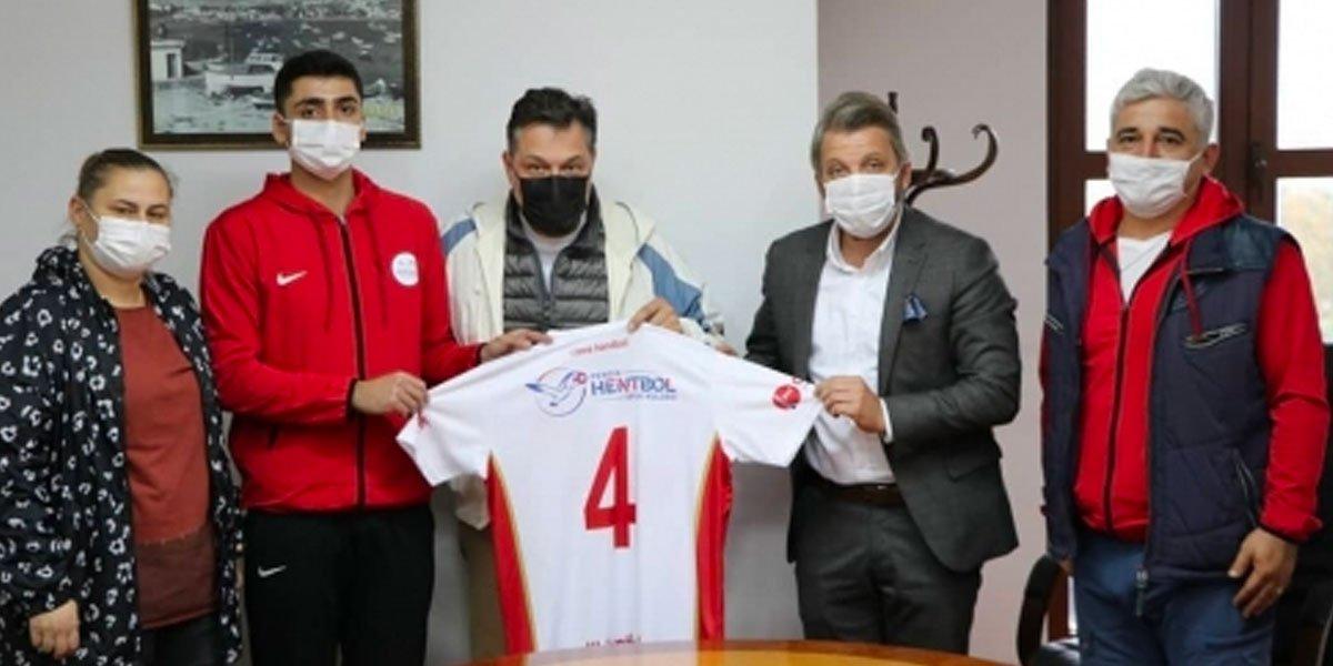 Pendik Hentbol Derneği Antrenörü Alper Ertuğrul ve Ekibi Başkanımıza Ziyarette Bulundu-0