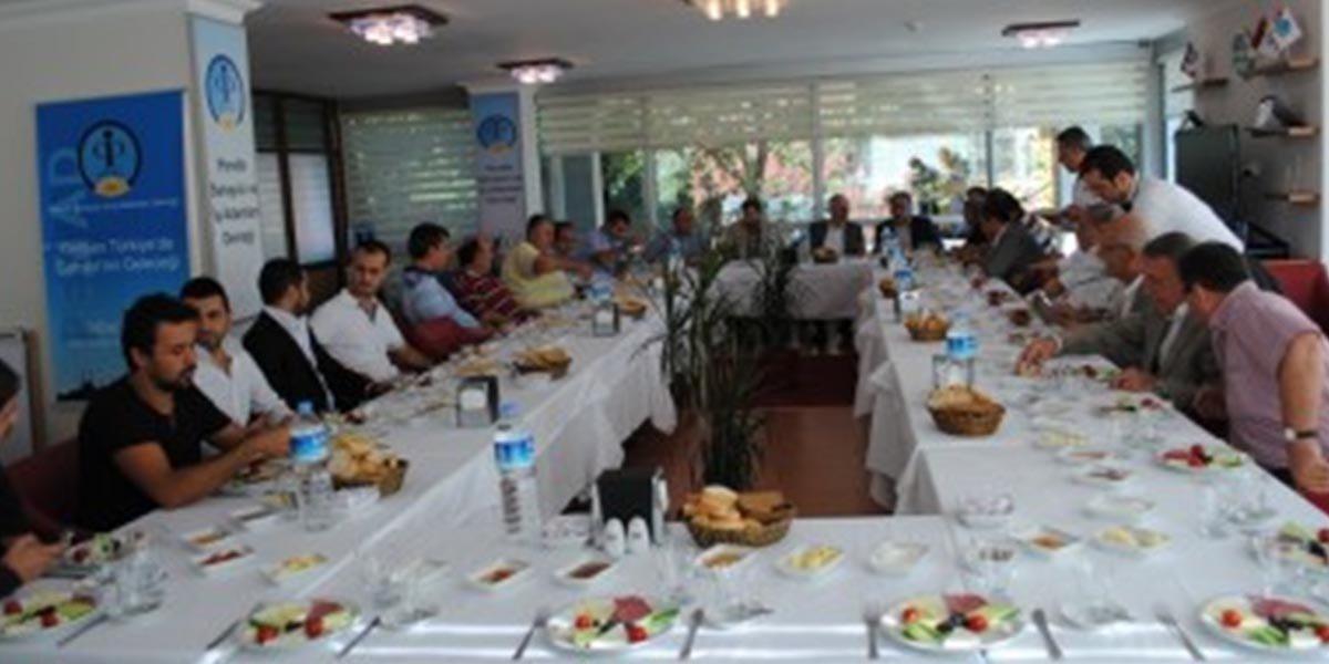 Ev sahipliğini Nazmi Özer'in yaptığı gelenekselleşen Onur Kurulu Kahvaltısı-1