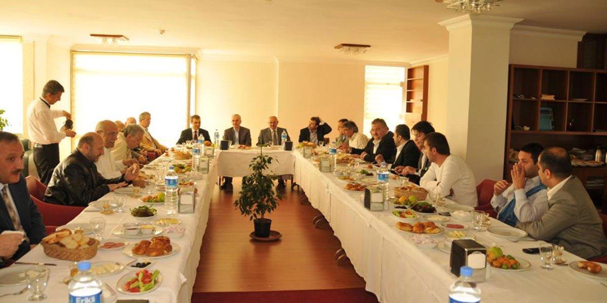 Ev sahipliğini Başbakanlık Baş Müşaviri Erol KAYA'nın gerçekleştirdiği Onur Kurulu Kahvaltımız-0