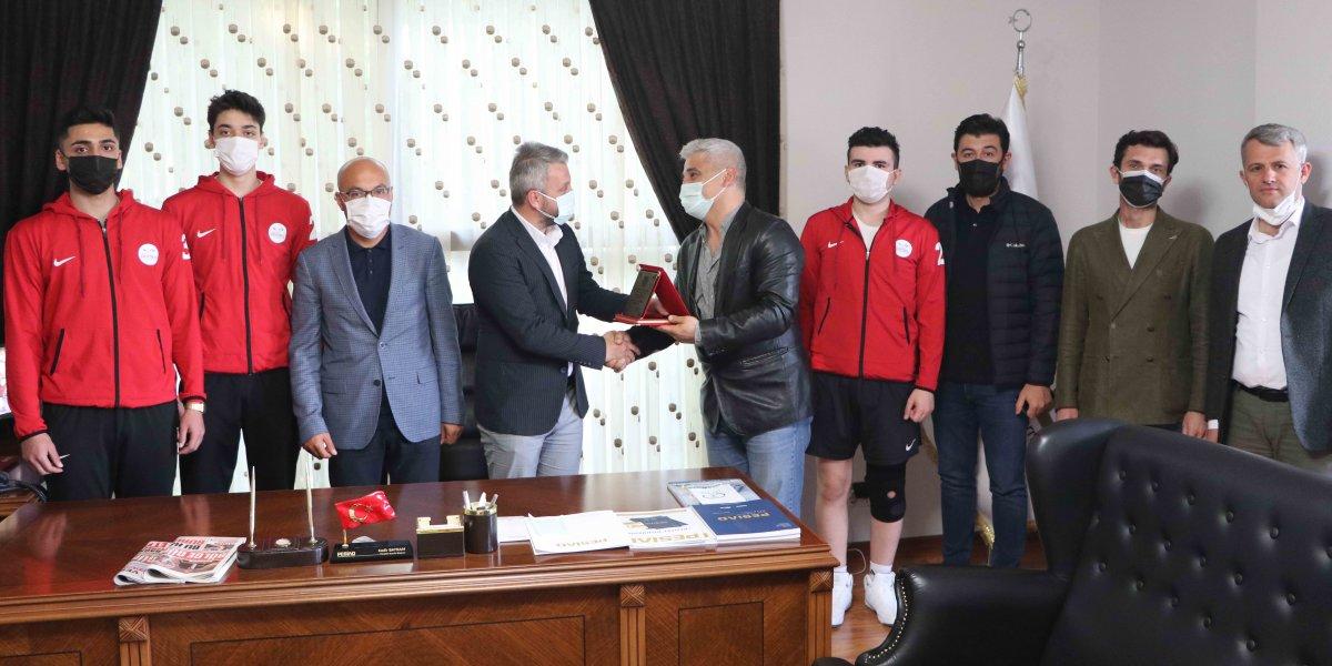 Pendik Hentbol Spor Kulübü Başkanı Kemal Önel ve Takım Oyuncuları Derneğimize Ziyarette Bulundular-0
